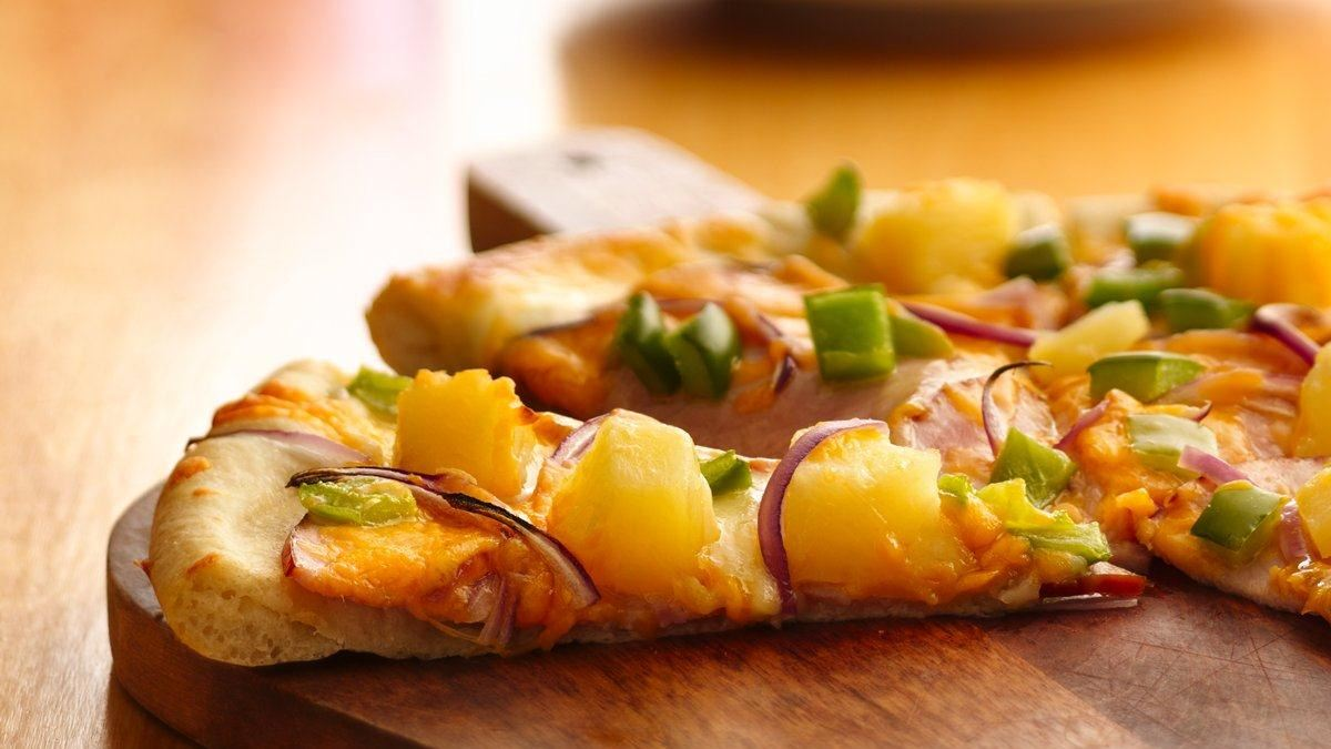 Pizza au bacon canadien et à l'ananas