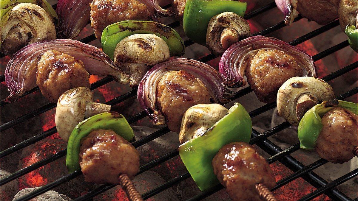 Brochettes de boulettes de viande grillées à la sauce aigre-douce