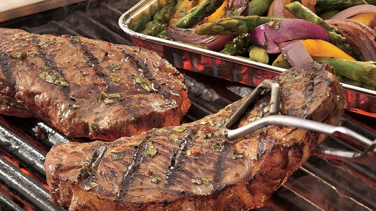 Grilled-Italian-Steak-And-Vegetables