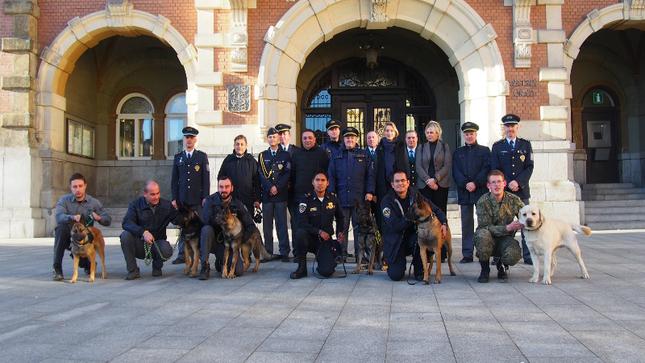 Clausuraron en Praga curso para instructores y canes
