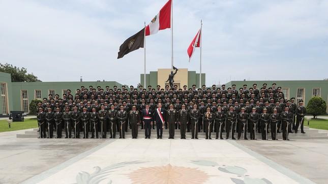 Presidente Vizcarra encabezó ceremonia de graduación de 143 nuevos oficiales del Ejército
