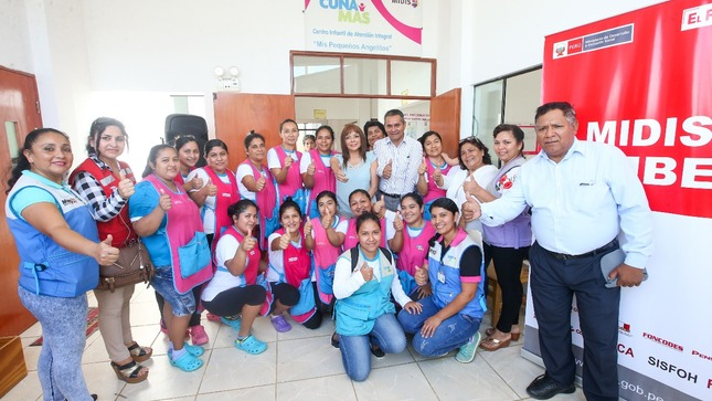 Madres cuidadoras y facilitadoras de Cuna Más contarán con una certificación de Sineace que acredita a su trabajo en cuidado infantil