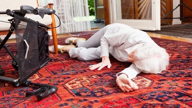 Uno de cada tres adultos mayores de 65 años sufre una caída