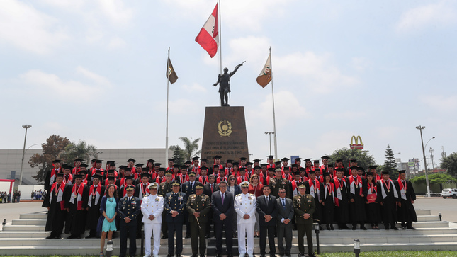 77 licenciados del servicio militar voluntario se graduaron en cinco carreras en el Instituto Tecnológico de las FFAA