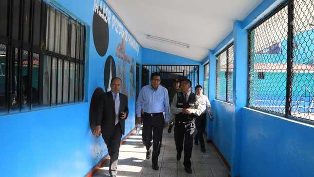 Ministro Zeballos supervisó el establecimiento penitenciario de Ayacucho