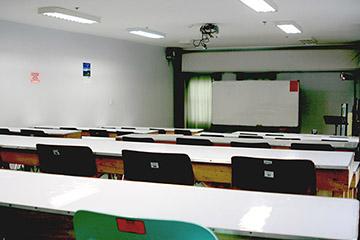 HELP語言學校Longlong的電影教室