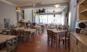 Specialità di pesce alla Trattoria di Fontebuona con 4 portate e bottiglia di vino per 2 o 4 persone (sconto fino a 60%)