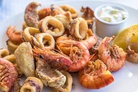 Menu con pesce fritto, pasticceria artigianale e bottiglia di vino della casa Da Emilia (sconto fino a 59%)