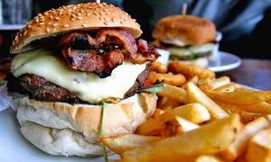Menu con hamburger a scelta, dolce della casa e birra per 2 persone al pub Sottovia (sconto 51%)
