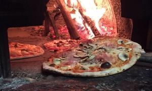 Menu pizza o hamburger con vino per 2 o 4 persone al ristorante Fuori Piazza (sconto fino a 63%)