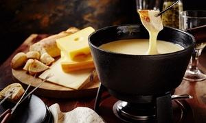 Menu degustazione fondue con dolce e bottiglia di vino per 2 all'Accademia del Formaggio(sconto fino a 61%)