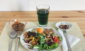 Menu vegetariano con insalata o burger al ristorante vegetariano e vegano Cose Buone (sconto fino a 44%)