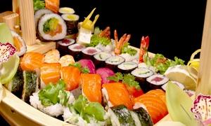 Menu con barca di sushi da 60 pezzi e bottiglia di vino per 2, 4 o 6 persone da Nagoya (sconto fino a 72%)