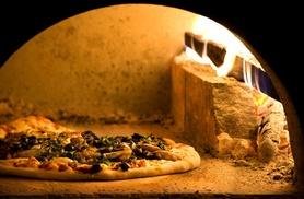 Menu con pizza classica o Gourmet per 2 persone alla pizzeria Vecchia Posta, Montecatini (sconto fino a 50%)