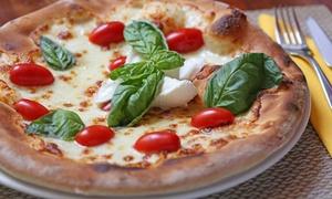 Menu pizza a scelta, dolce e bevanda per 2 o 4 persone alla pizzeria Trendy (sconto 68%)