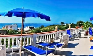 Ischia: 3 o 7 notti con mezza pensione e piscine termali