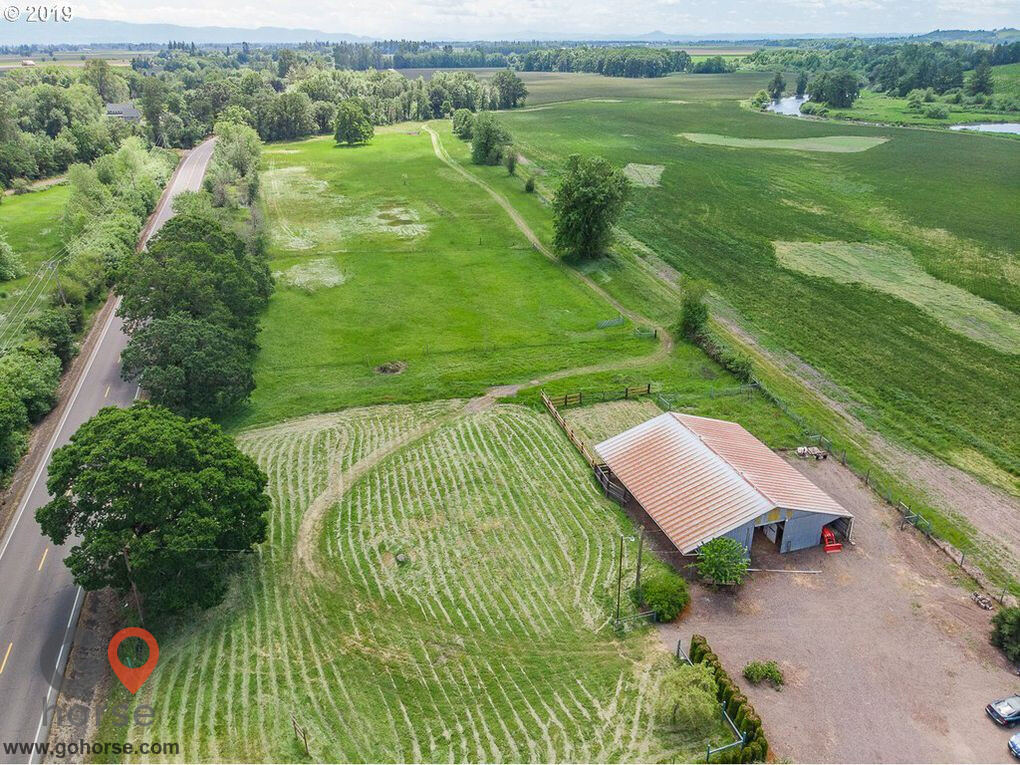 Willow Pond Farm Horse stables in Junction City OR 3