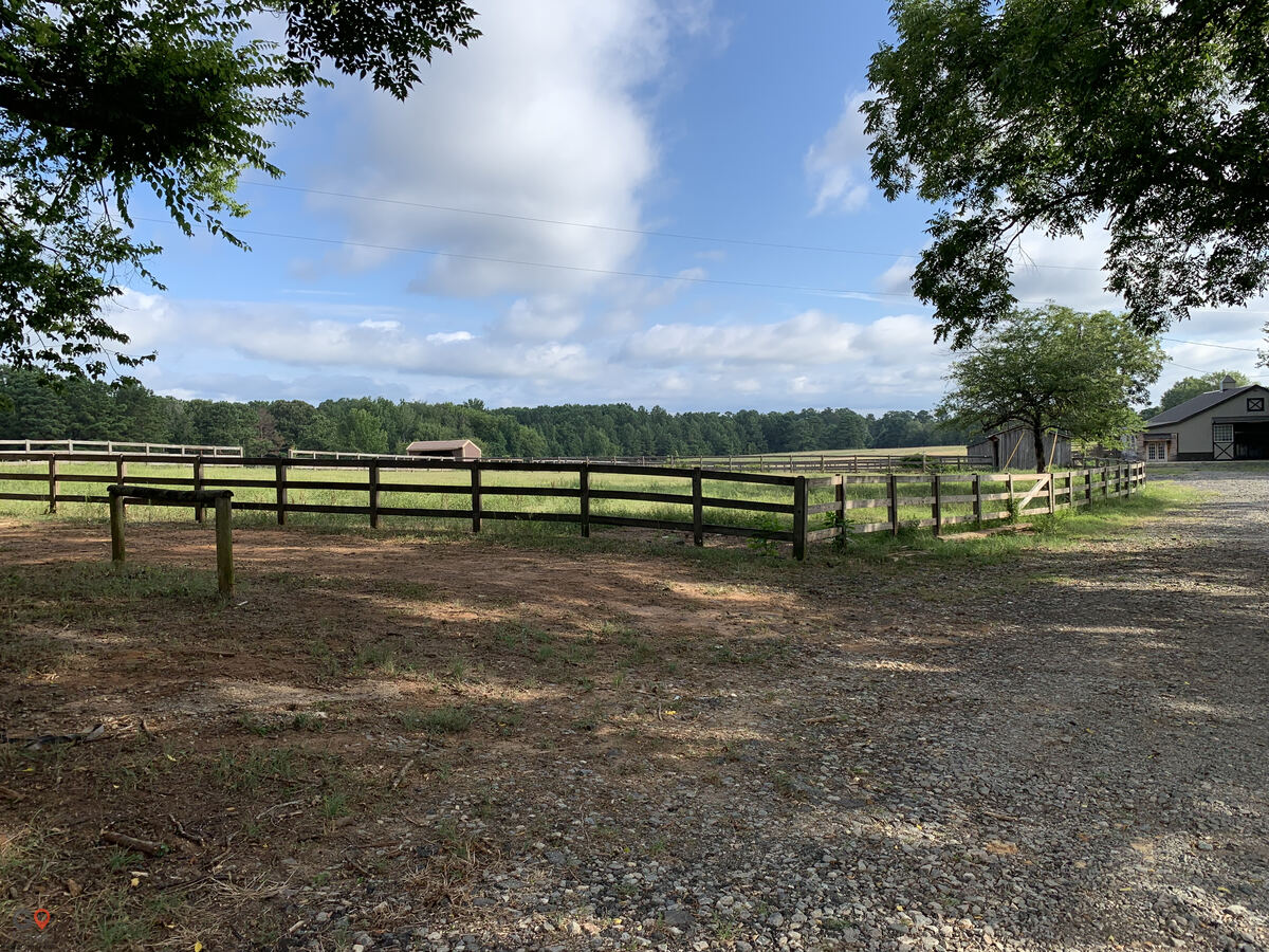 Helmuth Ranch Horse stables in Ocala FL 7