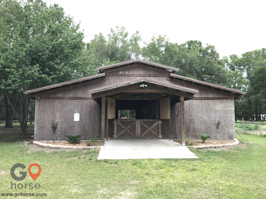 Old Wire Stables Horse stables in Fort White FL 10