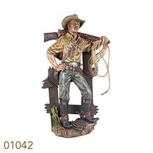 COWBOY NA CERCA COM ARMA NOBRO OLDWAY 87x51x28cm
