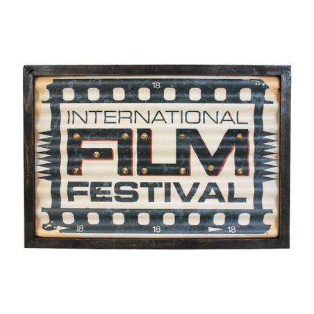 quadro em metal com led  film festival  30x43x4cm