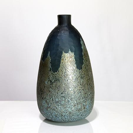 vaso garrafa vidro pequeno verde e dourado 33x17x17cm