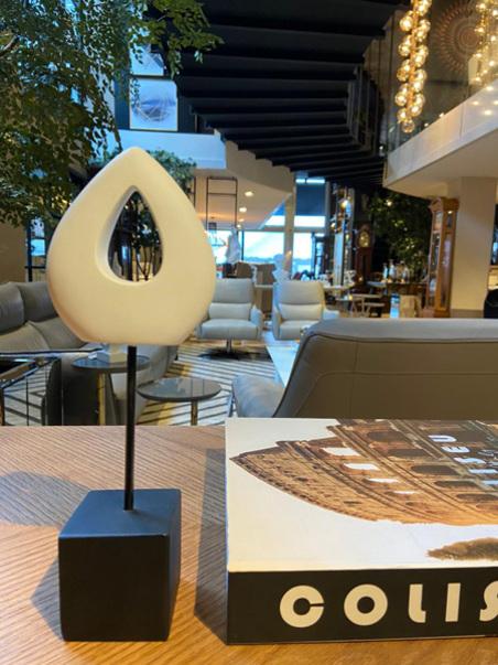 escultura gota vazada resina branca 28x10x6cm