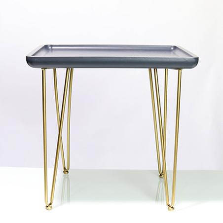mesa lateral metal madeira preta e dourada 48,5x50x39,5cm