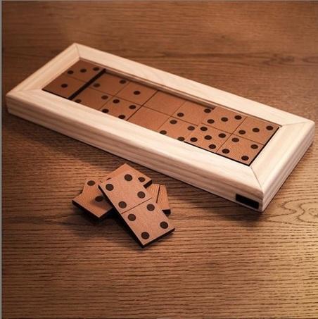 Jogo de Dominó madeira Natural E RECOURO CARAMELO 43x18x4cm