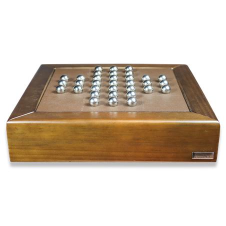 Jogo Resta Um em madeira NogueIRA E RECOURO CAFÉ 32x32x8,5