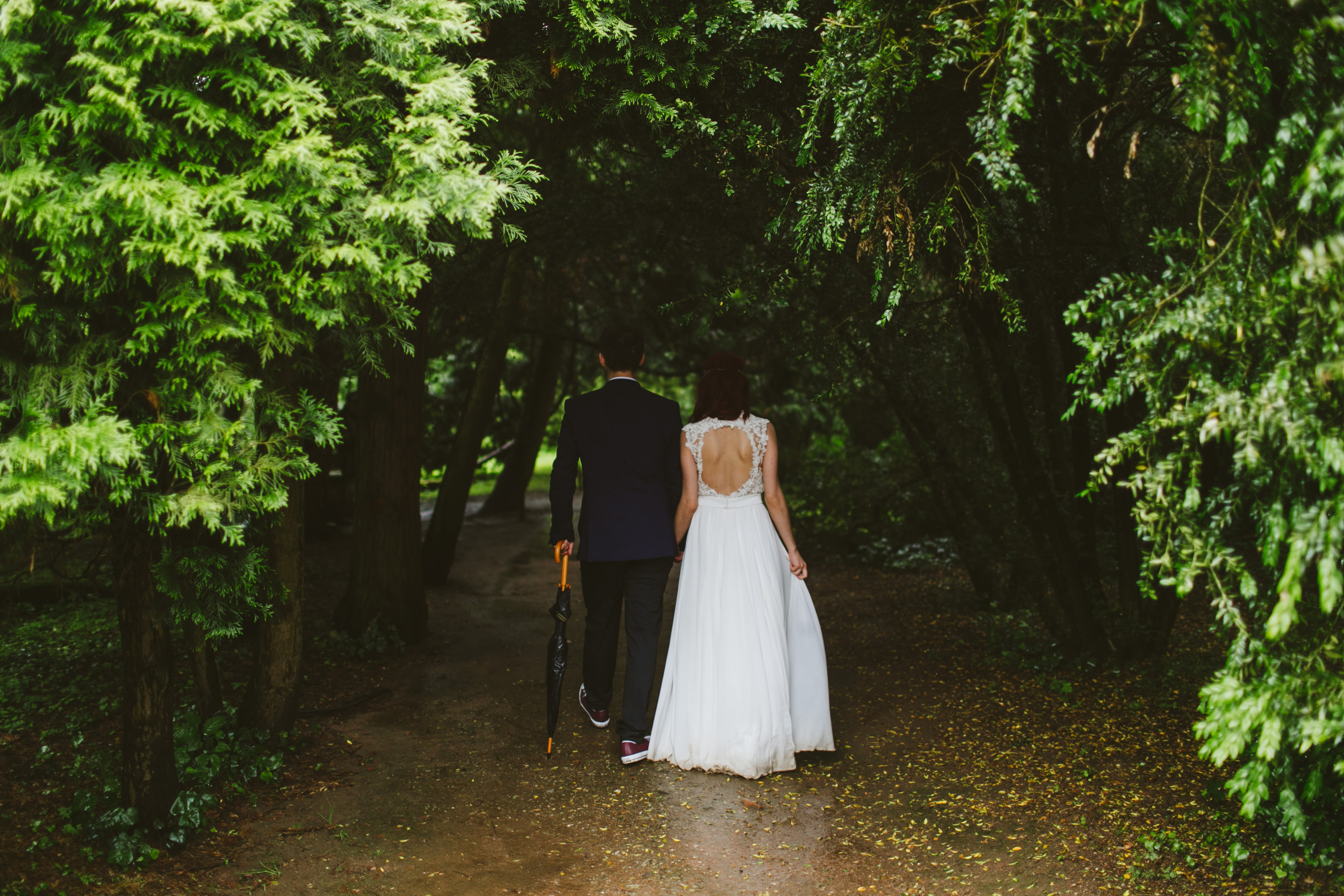 April Showers Wedding Pros and Cons