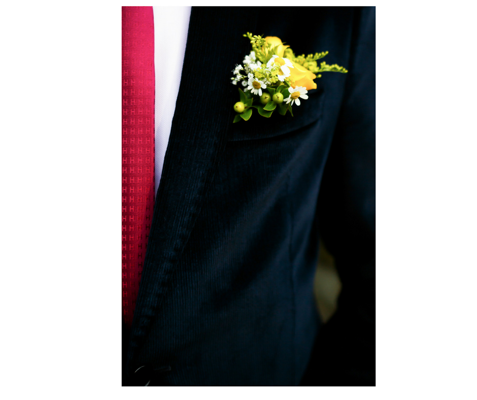 wedding trends 2018. groom fashion. boutonniere. The Event Cottage. Goodshuffle.