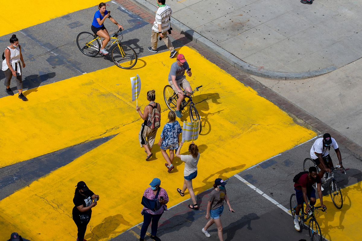 Painting On City Streets Can Impact Traffic Safety, Good Or Bad, For Human Drivers And For AI Self-Driving Cars
