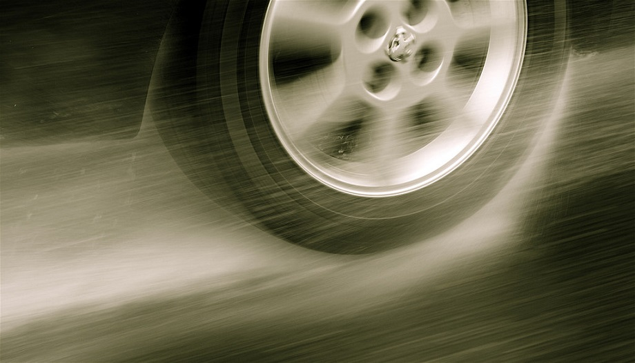 Hydroplaning: 9 Expert Tips To Keep Your Car Under Control