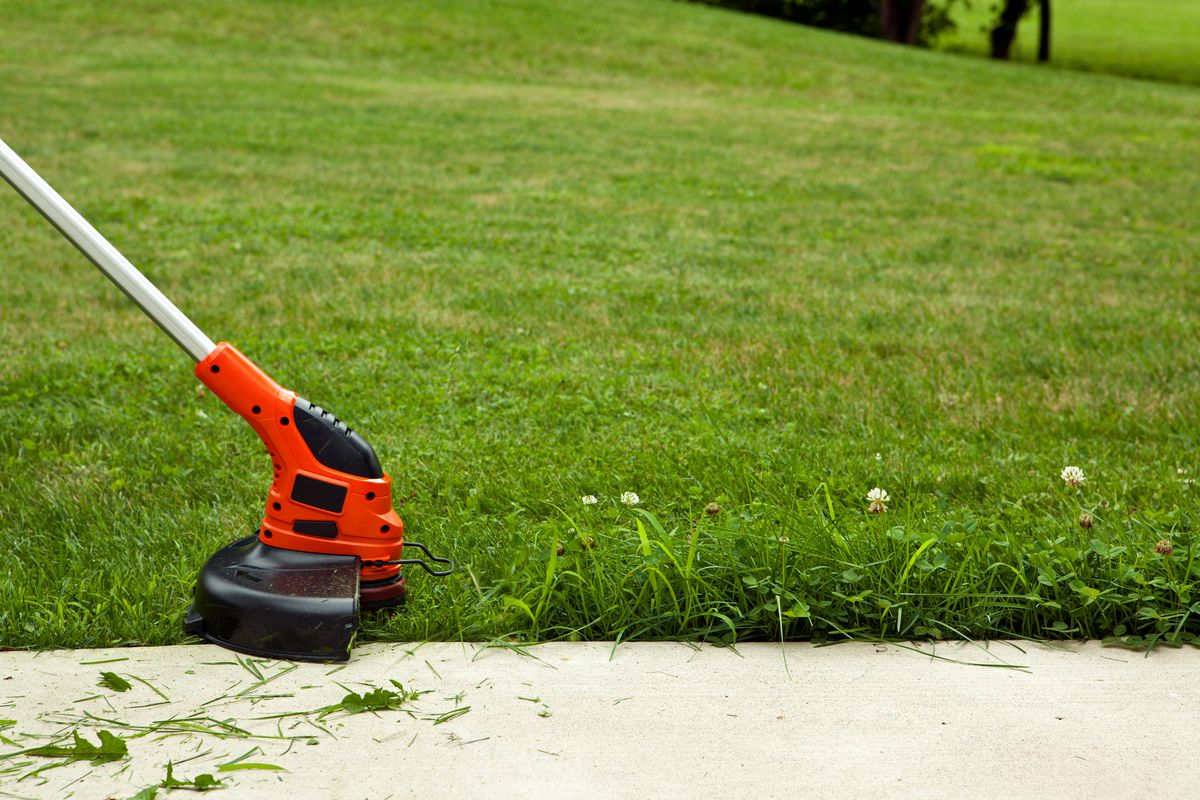 How to Edge a Lawn in 10 Easy Steps