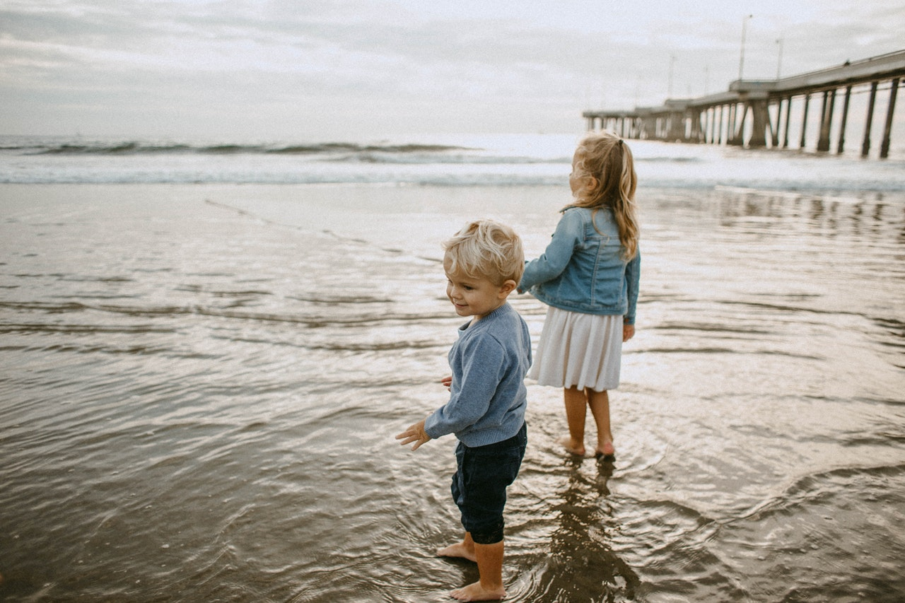 Disentangling the Effects of Family Structure on Boys and Girls