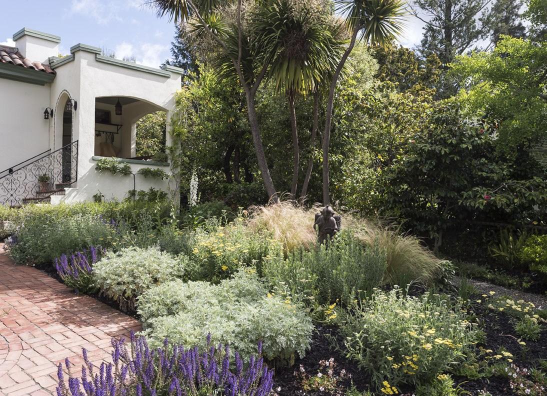 Landscaping Ideas: 10 Ways to Save Money During a Garden Remodel - Gardenista