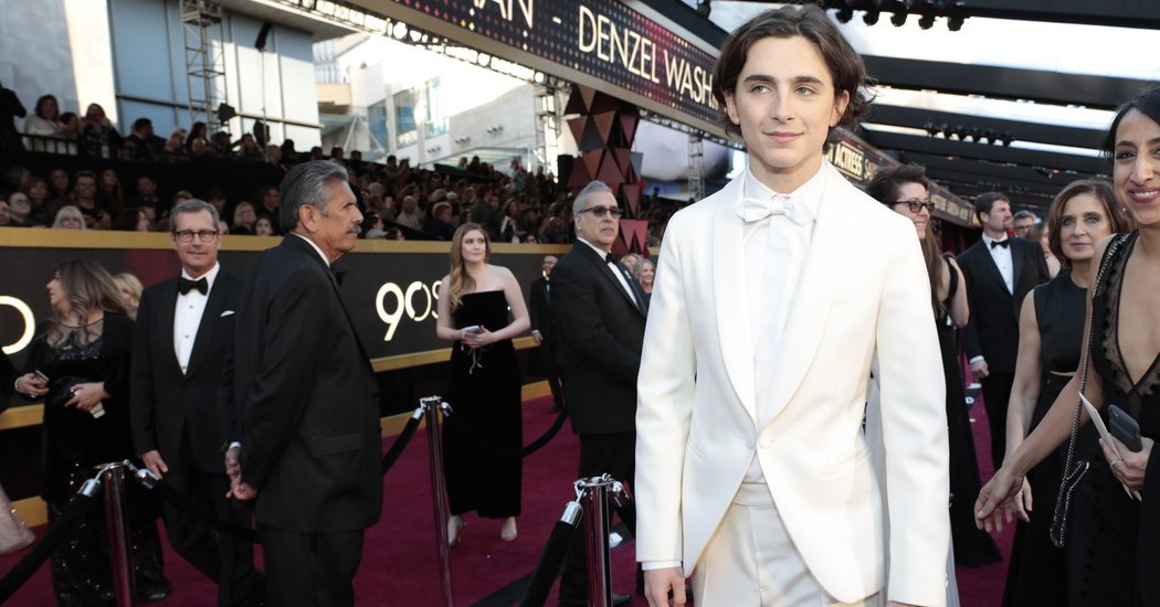 On the Oscars Red Carpet, the Invisible Man and the Defiant Woman