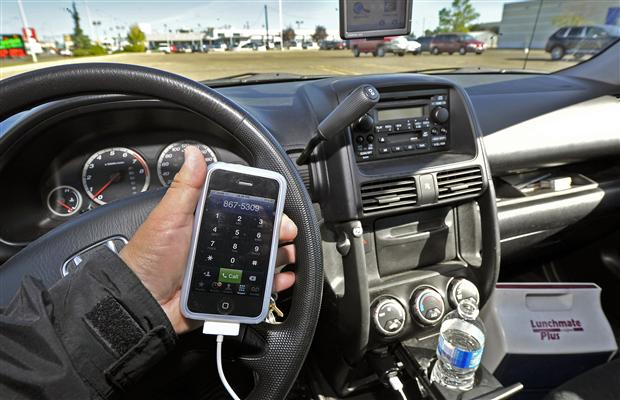 Why texting behind the wheel is as bad as drunk driving