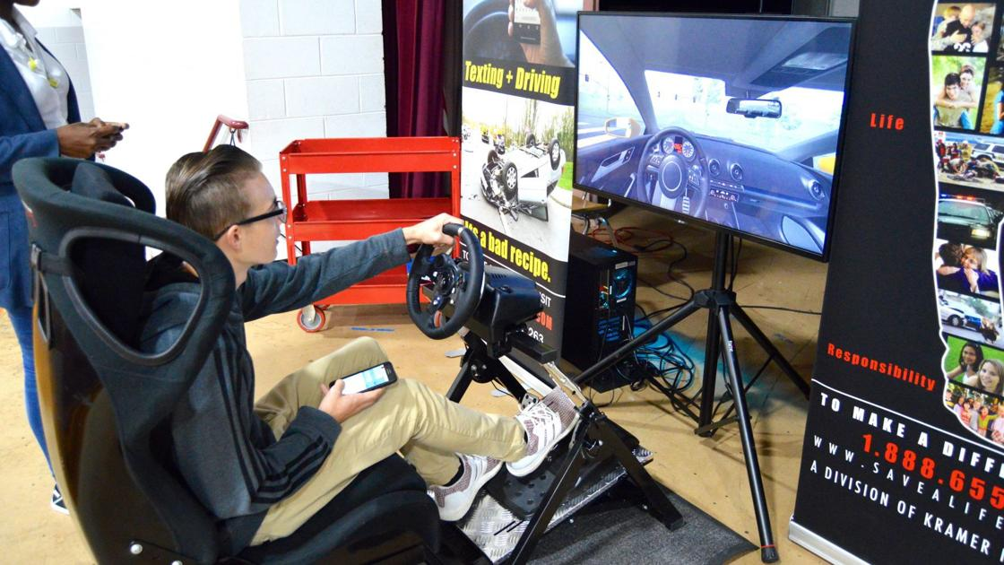NOTEBOOK: Virtual reality teaches students about dangerous driving