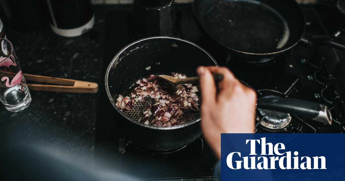 Gas stoves making indoor air up to five times dirtier than outdoor air, report finds