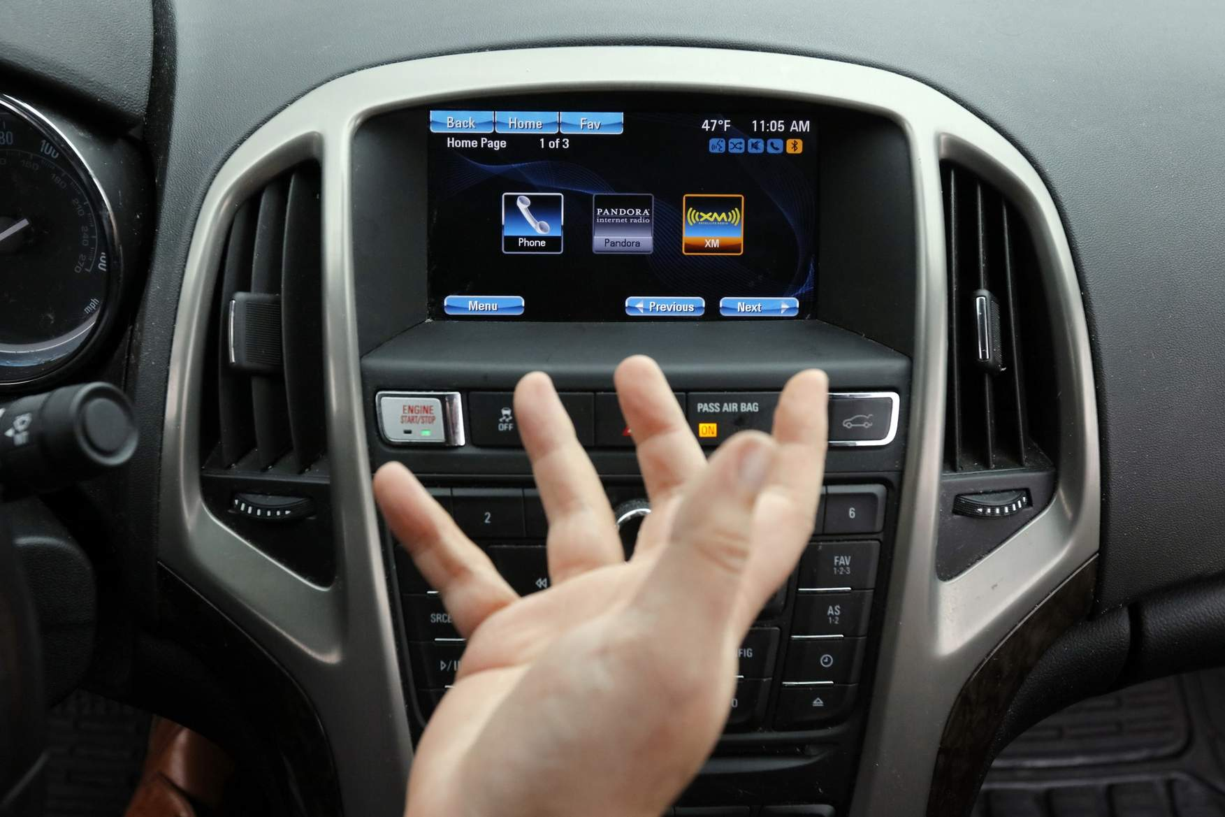 Drivers won't be able to use phones while driving