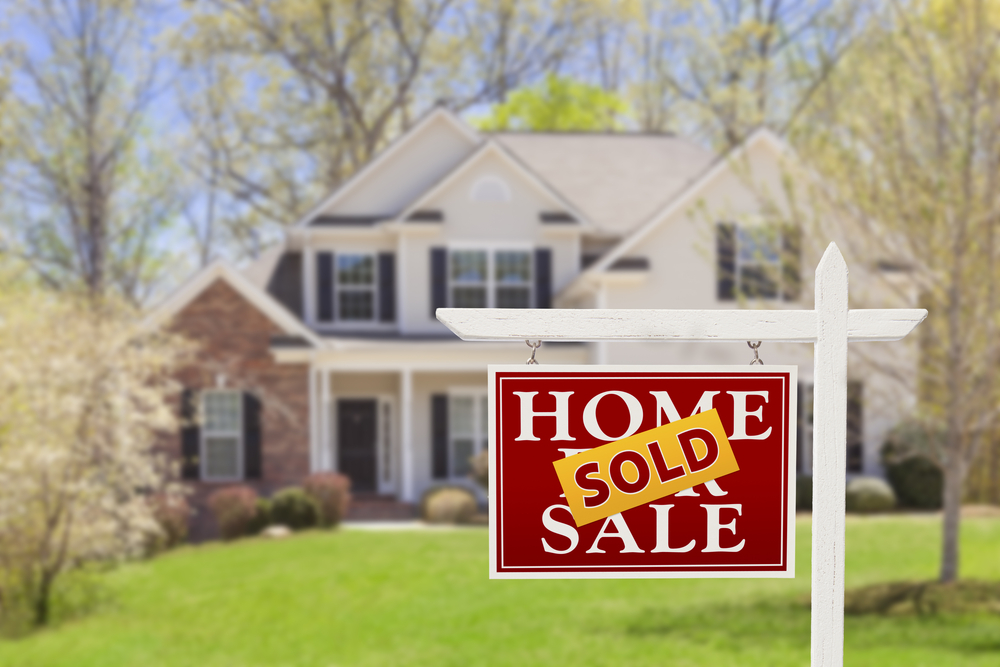 Five ways professional landscaping helps sell a home faster