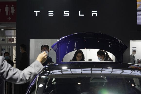 Tesla to Recall 135,000 U.S. Vehicles Under Pressure From Auto Safety Regulators