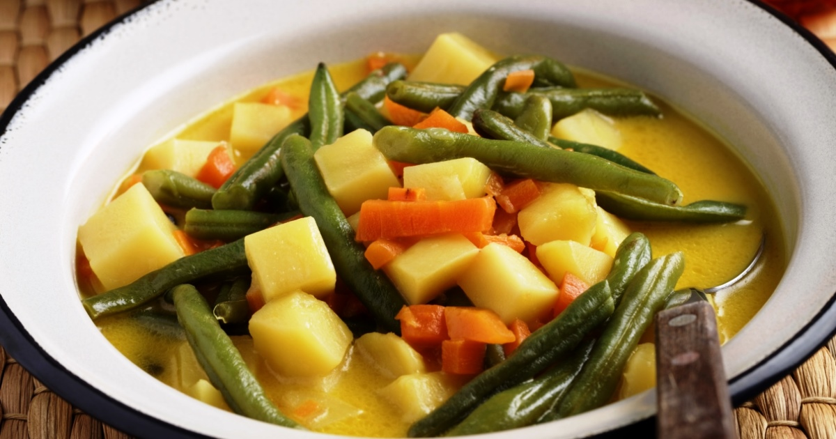 Curried Green Beans and Potatoes For a Healthy Meal