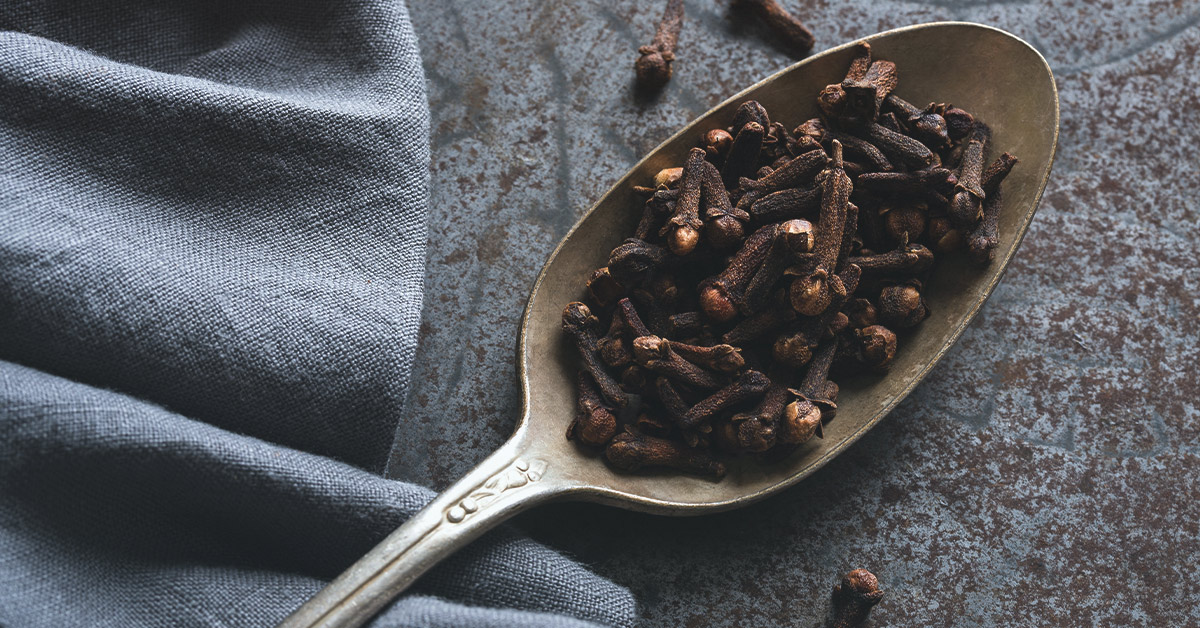 Clove Essential Oil: Benefits and How to Use