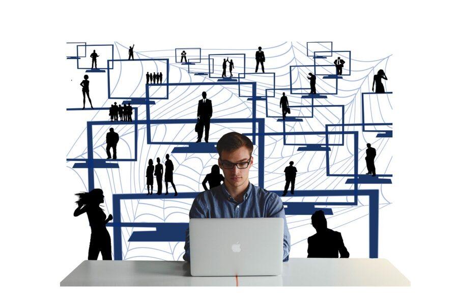 Why Startups Should Leverage Social Commerce