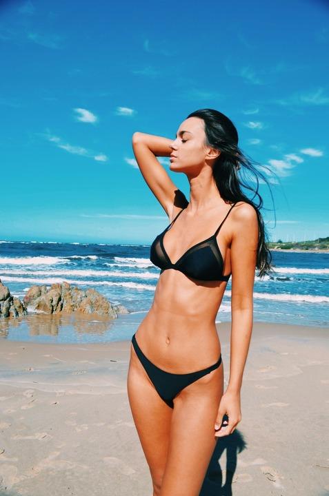 bikinis i bikini