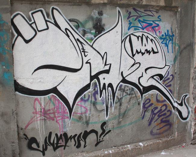 Throw Ups Par Caveman - Wuhan (Chine)