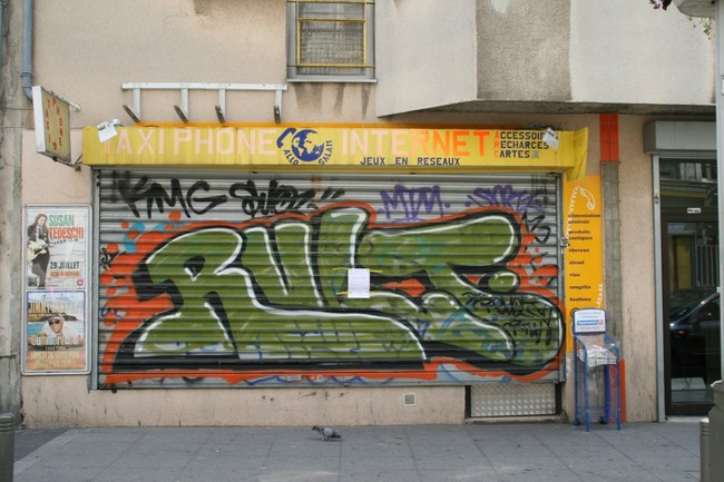 Throw Ups Par Revolt - Paris (France)